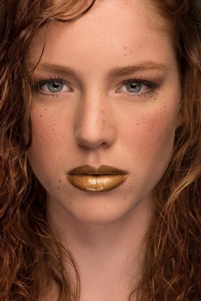 gold-redhead